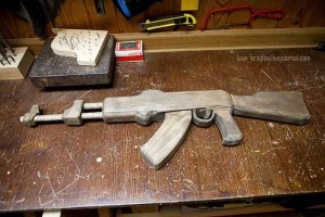 Legendary AK-47 Machine Gun Made Entirely out of Wood (24 photos) 23