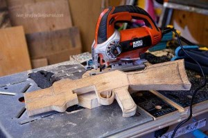 Legendary AK-47 Machine Gun Made Entirely out of Wood (24 photos) 5