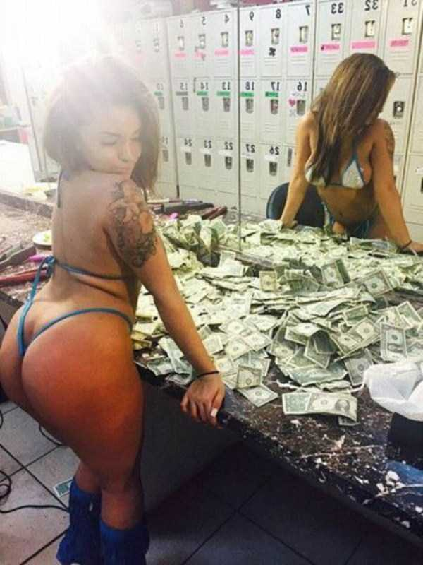 female-strippers-enjoying-cash (3)