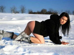 Girls Who Are Not Afraid of Cold Weather (34 photos) 1