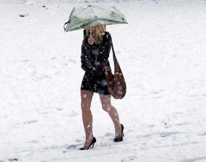 Girls Who Are Not Afraid of Cold Weather (34 photos) 13