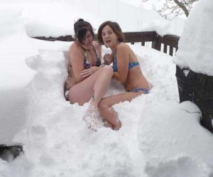 Girls Who Are Not Afraid of Cold Weather (34 photos) 16