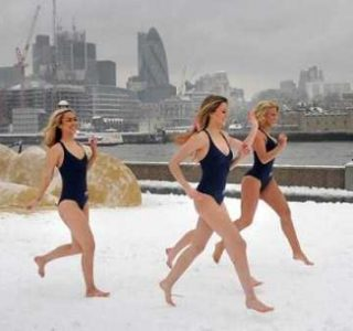 Girls Who Are Not Afraid of Cold Weather (34 photos)