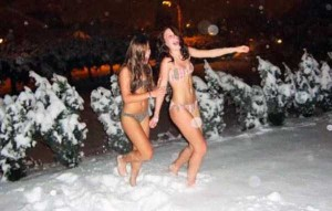 Girls Who Are Not Afraid of Cold Weather (34 photos) 29