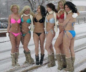Girls Who Are Not Afraid of Cold Weather (34 photos) 3