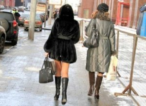 Girls Who Are Not Afraid of Cold Weather (34 photos) 7