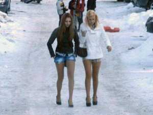 Girls Who Are Not Afraid of Cold Weather (34 photos) 9