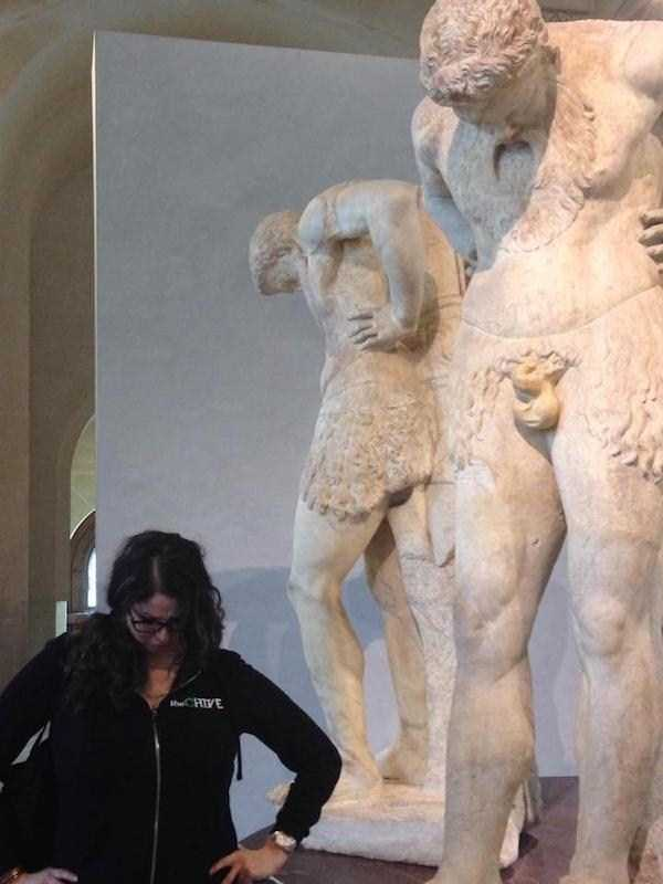 having-fun-with-statues (46)