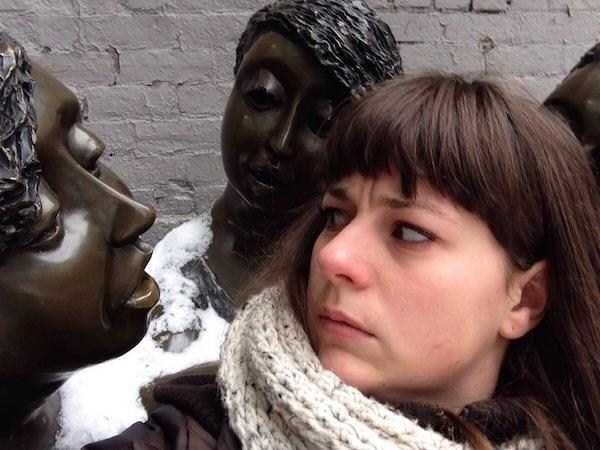 having-fun-with-statues (54)