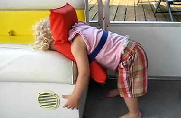 kids-can-sleep-anywhere (13)