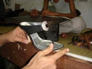 Production of Women's Glamorous Shoes in India (17 photos) 16