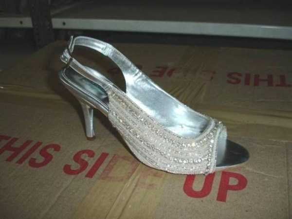 Production of Women's Glamorous Shoes in India (17 photos) 17