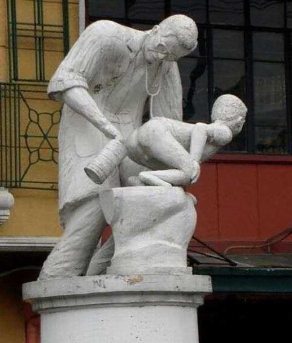strange-and-bizarre-statues (17)