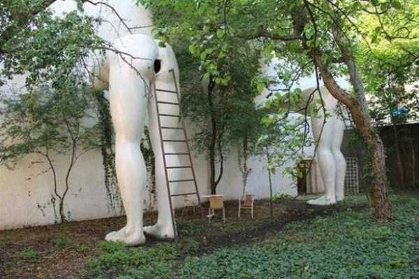 strange-and-bizarre-statues (2)