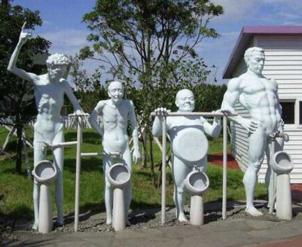 strange-and-bizarre-statues (4)