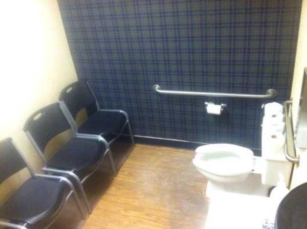 strange-stuff-in-bathrooms (1)