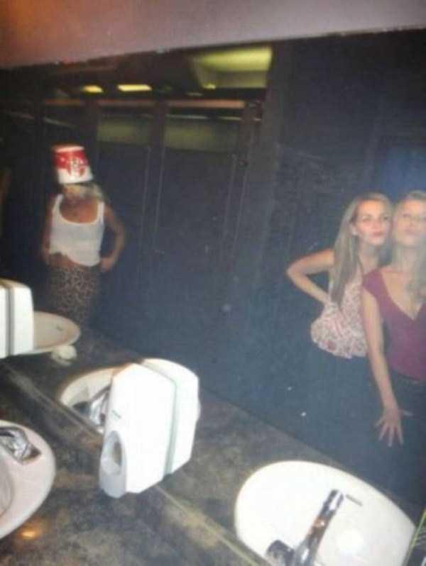 strange-stuff-in-bathrooms (18)