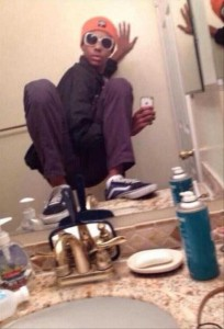 44 Extremely Stupid and Pointless Selfies (44 photos) 13
