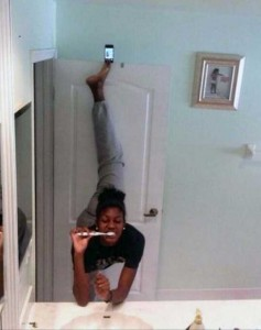 44 Extremely Stupid and Pointless Selfies (44 photos) 17