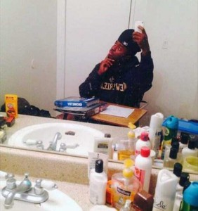44 Extremely Stupid and Pointless Selfies (44 photos) 23