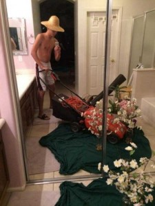 44 Extremely Stupid and Pointless Selfies (44 photos) 30