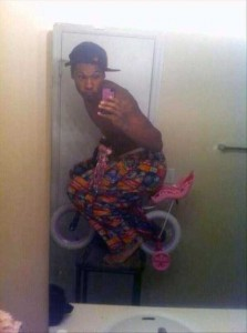 44 Extremely Stupid and Pointless Selfies (44 photos) 4