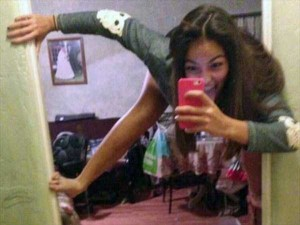 44 Extremely Stupid and Pointless Selfies (44 photos) 8