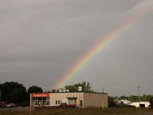 Unexpected Things Spotted at the End of a Rainbow (31 photos) 18