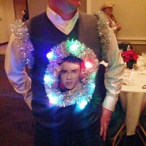 Ridiculously Ugly Christmas-Themed Sweaters (40 photos) 32