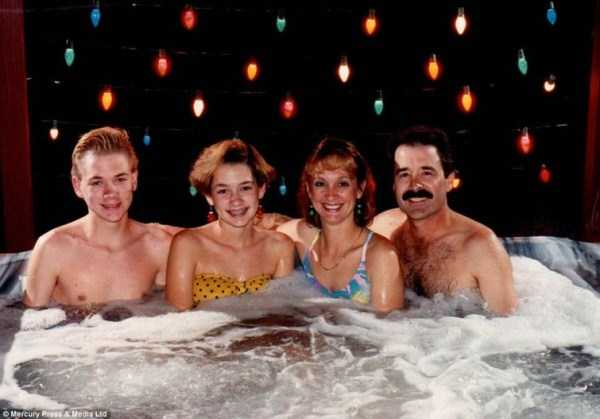 33 Hilariously Ridiculous Family Holiday Photos (33 photos) 1