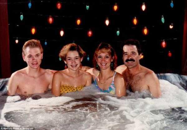 33 Hilariously Ridiculous Family Holiday Photos (33 photos) 1