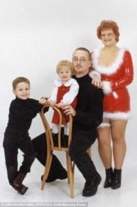 33 Hilariously Ridiculous Family Holiday Photos (33 photos) 21