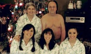33 Hilariously Ridiculous Family Holiday Photos (33 photos) 23