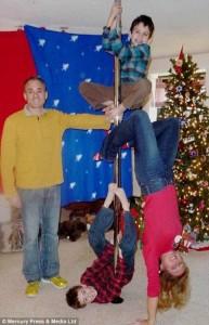 33 Hilariously Ridiculous Family Holiday Photos (33 photos) 8