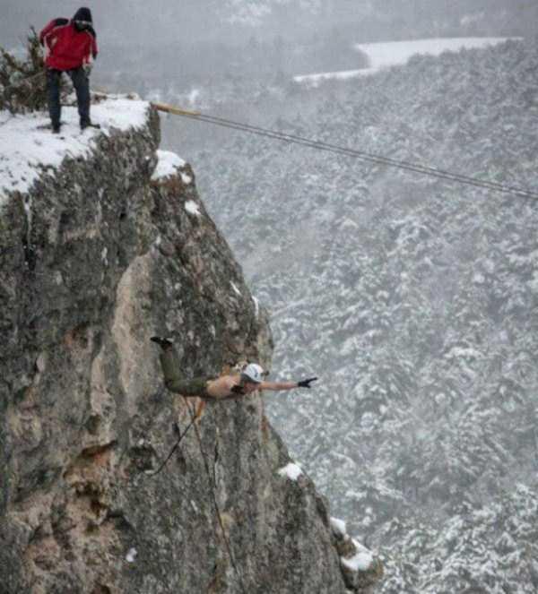 bizarre-cliff-diving (11)