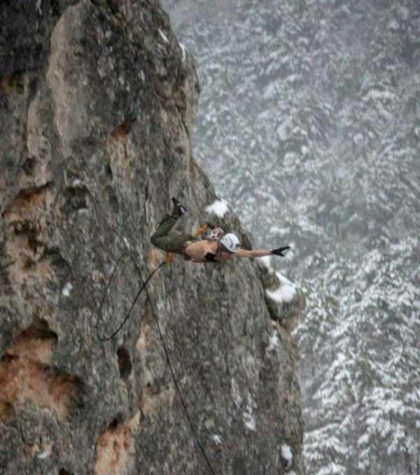 bizarre-cliff-diving (12)