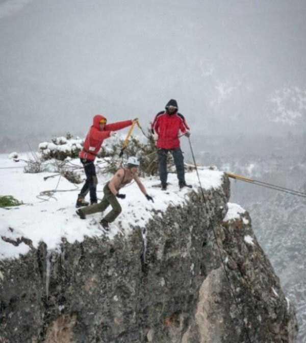 bizarre-cliff-diving (9)