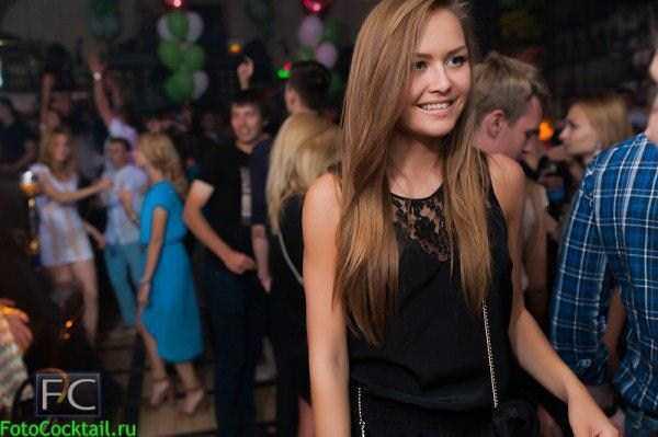 hot-girls-in-russian-nightclubs (17)