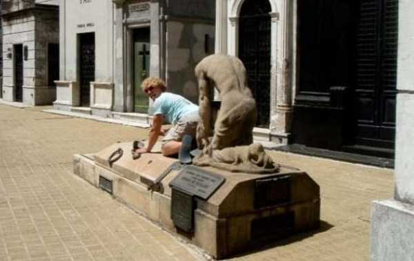naughty-statues (37)