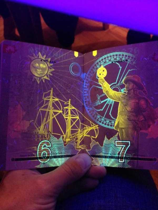 new-canadian-passport-under-ultraviolet-light (10)