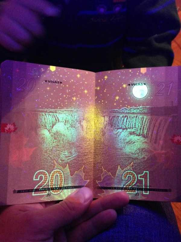 new-canadian-passport-under-ultraviolet-light (12)