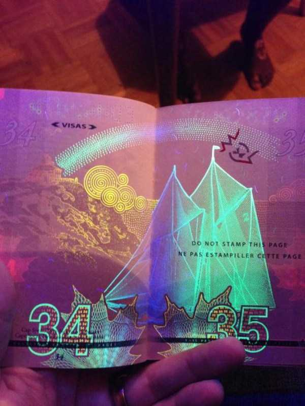 new-canadian-passport-under-ultraviolet-light (16)