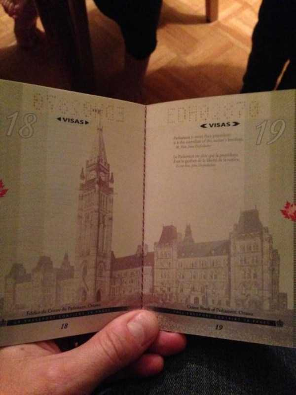 new-canadian-passport-under-ultraviolet-light (3)