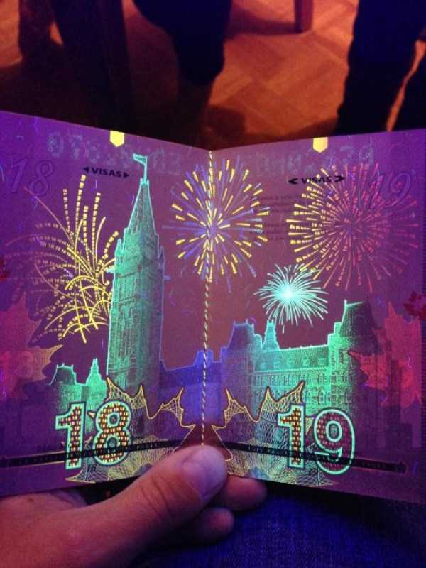 new-canadian-passport-under-ultraviolet-light (4)