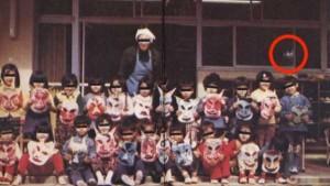 34 Photobombs That are Kinda Creepy (34 photos) 1