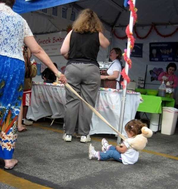 kids-on-leashes (13)