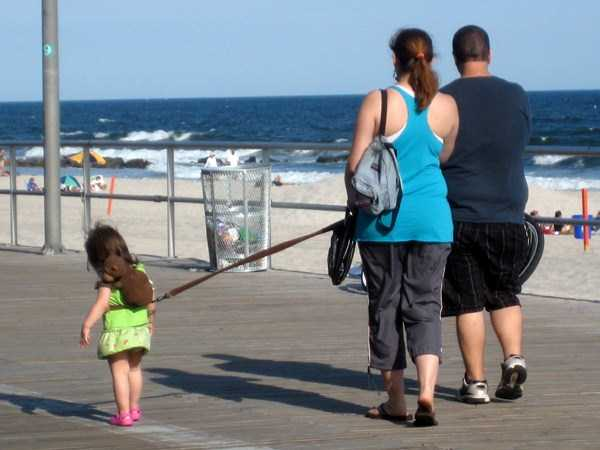 kids-on-leashes (18)