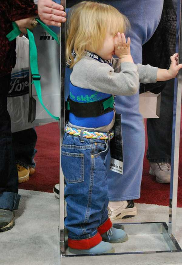 kids-on-leashes (22)
