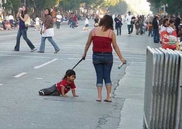 kids-on-leashes (24)