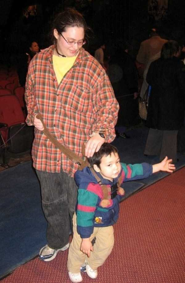 kids-on-leashes (25)
